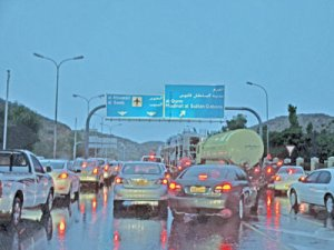 Precautions-a-must-while-driving-on-wet-roads-says-Royal-Oman-Police_muscatdaily[1]